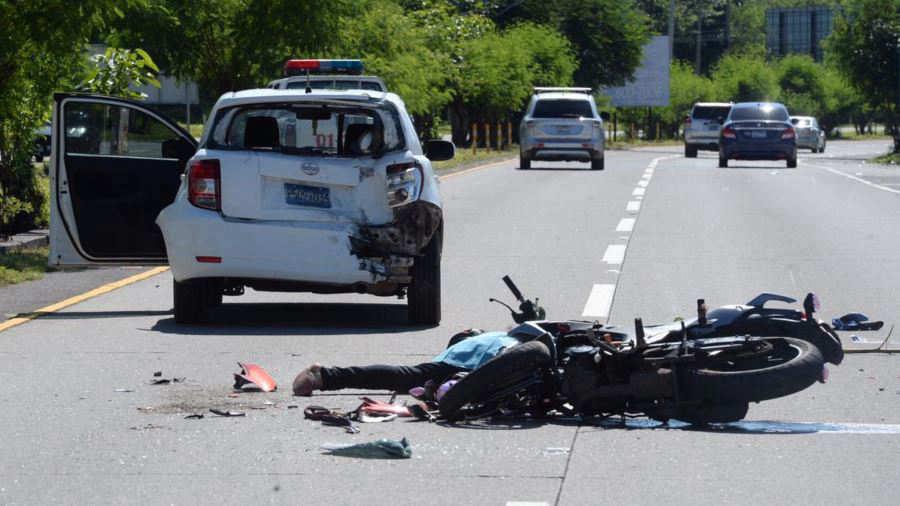 Un motociclista y su hijo de tres años murieron tras un choque