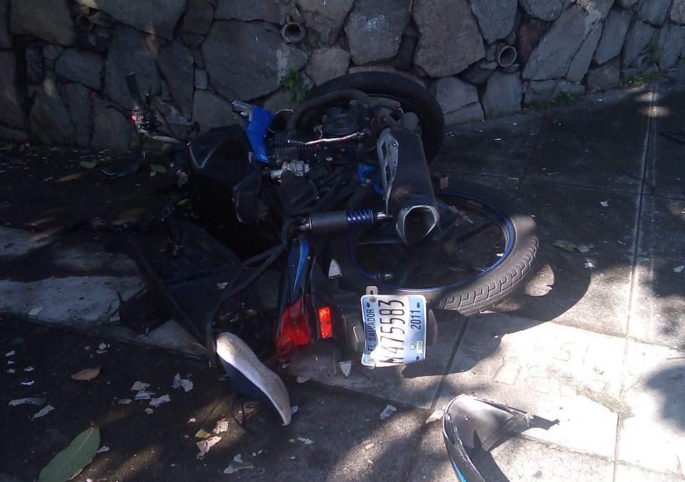 Accidente de tránsito sobre la 83 Avenida Norte y calle El Mirador
