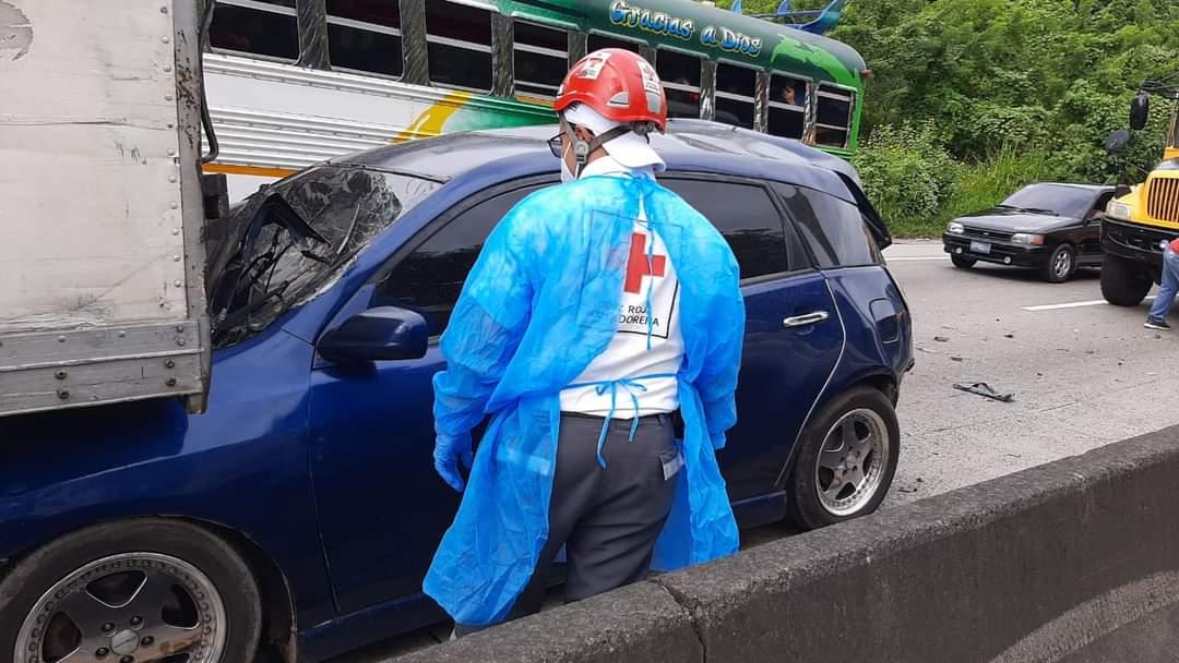 Tres personas lesionadas en accidente de tránsito