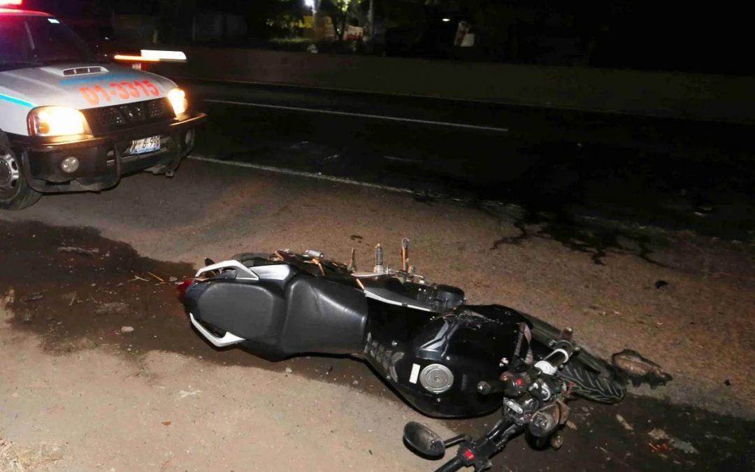 motociclista murió  tras impactar rastra